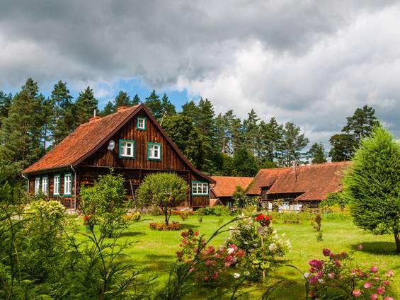 Bauernhaus kaufen, Holzhaus, Bauernhof, Foto: majonit / fotolia.de