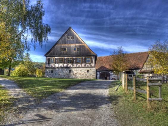 Bauernhof kaufen, Hofladen, Pferdezucht, Bio-Bauernhof, Foto: Wolfi30/fotolia.de