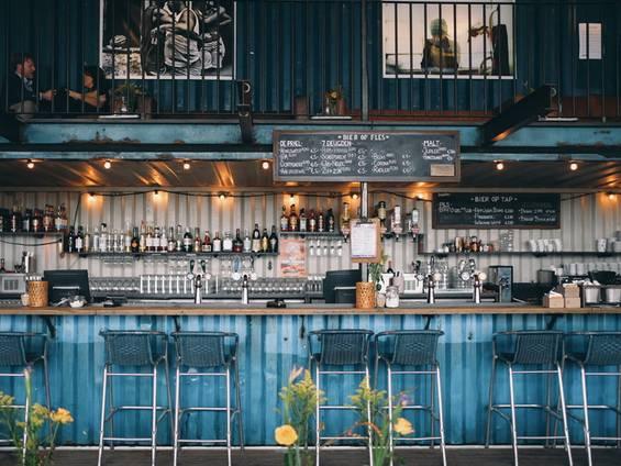Gewerbegastronomie pachten, Gastronomie pachten, Bar, Küchenausstattung, Foto: Benjaminzanatta/Unsplash.com