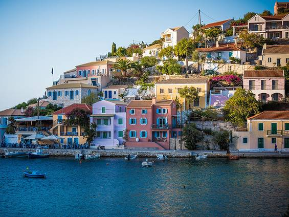 Immobilienkauf Griechenland, Auslandsimmobilien, Asos, Kefalonia, Foto: Alex Blăjan/Unsplash