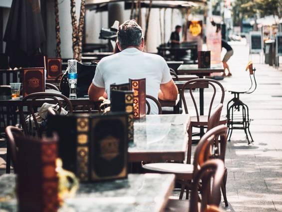 Gewerbegastronomie pachten, Gastronomie pachten, Außenbereich, Gäste, Foto: lvnatikk/Unsplash.com