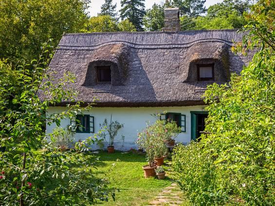 Immobilienkauf in Ungarn, Reetdachhaus, Foto: Arpad / fotolia.com