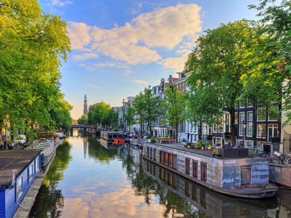Auslandsimmobilie Niederlande, Hausboot, Wohnboot, Grachten, Amsterdam, Foto: dennisvdwater/fotolia.com