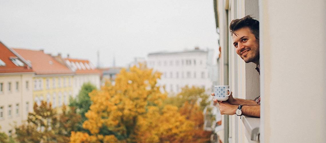 Günstige Wohnungen mieten, Mehrfamilienhaus, Foto: iStock/ lechatnoir