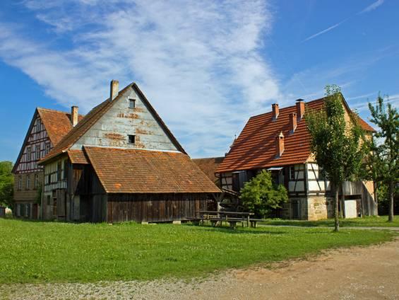 Bauernhof kaufen, Standort, Stadtnähe, Land,  Foto: Wolfi30/fotolia.de