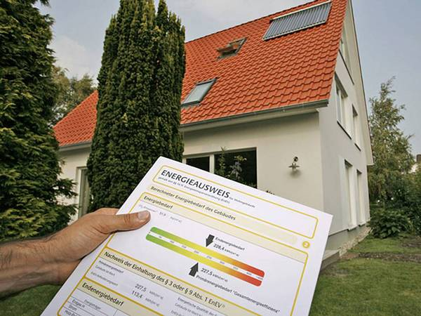 Mehrfamilienhaus kaufen, Energieausweis, Foto: Dena