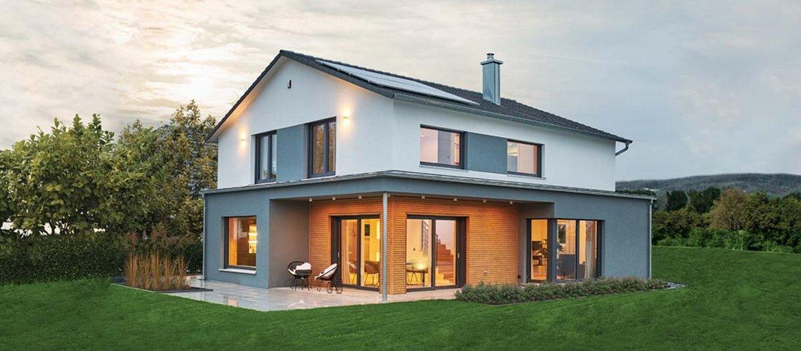 Modernes Satteldach: Smartes Effizienzhaus mit nachhaltigem Anspruch