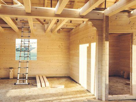 Holzhaus, Massivholzbau, Blockhaus, Foto: iStock/vitranc