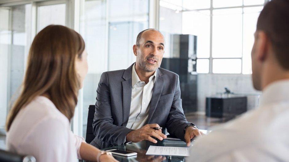Bereitstellungszinsen, Beratungsgespräch, Foto: Rido / Stock.Adobe.com