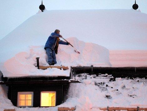 Schnee, Dach, Winter, Haus, Foto: GASAP / imago