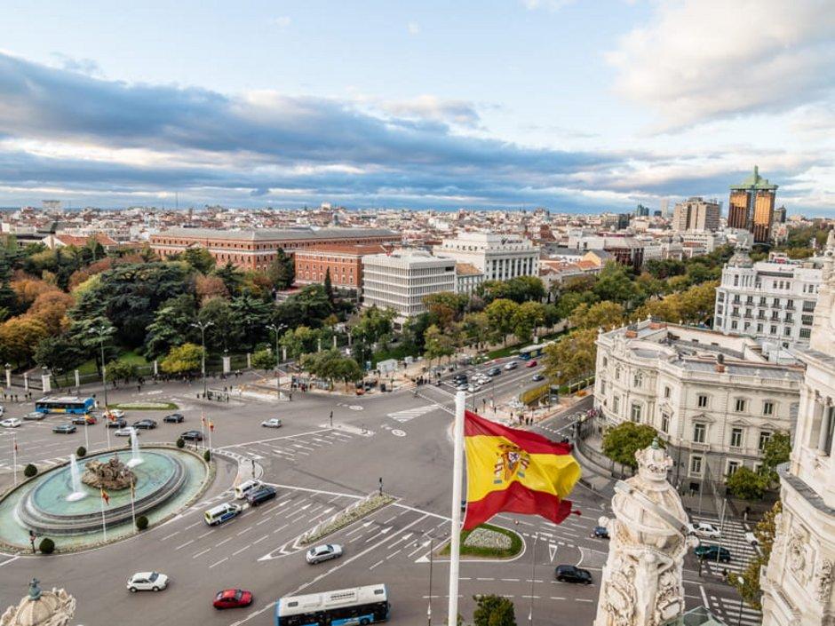 Auswandern Spanien, eine Stadtansicht des Plaza de Cibeles in Madrid, Foto: iStock.com/ JJFarquitectos