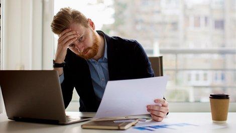 Zwangsversteigerung verhindern, Zwangsversteigerung abwenden, Antrag auf einstweilige Einstellung, Foto: iStock.com / milanvirijevic