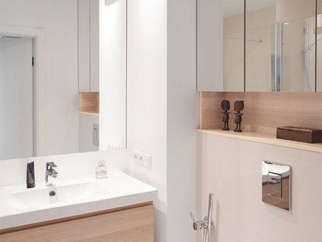 Spiegel für kleine Zimmer, kleine Wohnung einrichten, Zimmer einrichten, kleine Räume gestalten, Foto: rastaman777 / fotolia.com