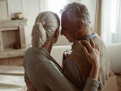 Haushaltsauflösung, Senioren, Foto: LightFieldStudios / iStock.com