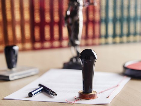 Wohnrecht, Vertrag, Notar, Foto: iStock/ djedzura