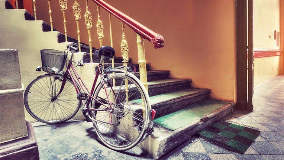 Treppenhaus, Fahrrad, Foto: iStock.com / PM78