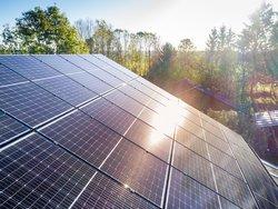 Solardachpflicht, Photovoltaikanlage, Foto: mmphoto / stock.adobe.com
