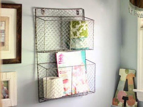 Drahtkörbe, kreativer Stauraum, kleine Wohnung einrichten, kleines Zimmer einrichten, Räume gestalten, Foto: Courtney / goldenboysandme.com