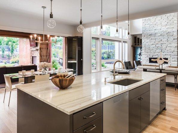 Fotos, Küche, Wohnzimmer, Besichtigungstouristen, Foto: iStock.com / Justin Krug