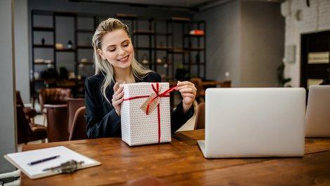 Steuertipps Makler, Steuern sparen, Geschenke absetzen, Foto: Marat / stock.adobe.com