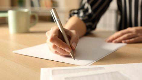 Wohnung gewerblich nutzen, formloses Schreiben an Vermieter, Foto: iStock.com / Pheelings Media