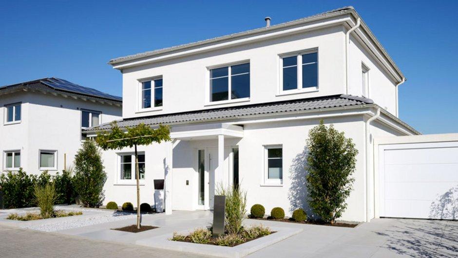 Ein modernes Einfamilienhaus, Foto: istock.com / acilo