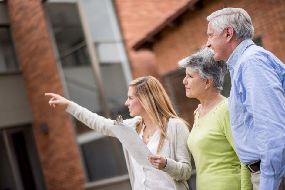 Makler, Immobilienvermittlung Senioren, Foto: iStock / andresr