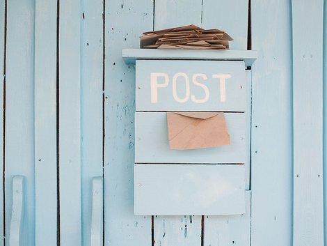 Provisionssplit, Nachkaufmarketing, Glückwunschkarte, Makler, ein Briefkasten mit einem Briefumschlag, Foto: timonko/stock.adobe.com