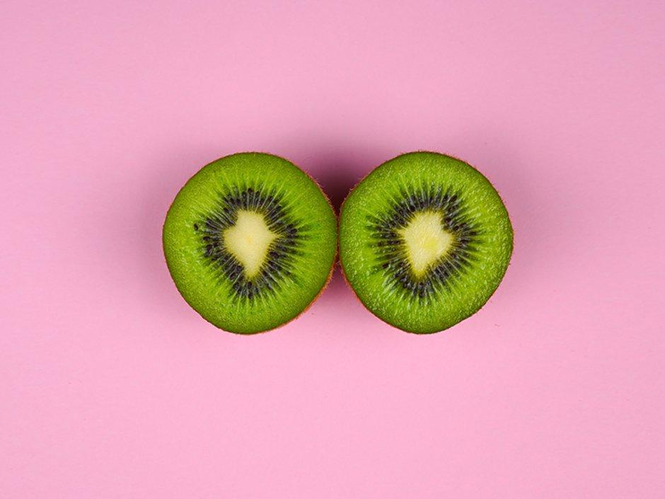 Provisionssplit, Marketingstrategie, Makler, eine Kiwi ist in zwei Hälften geteilt, Foto: JLO_FOTO/stock.adobe.com