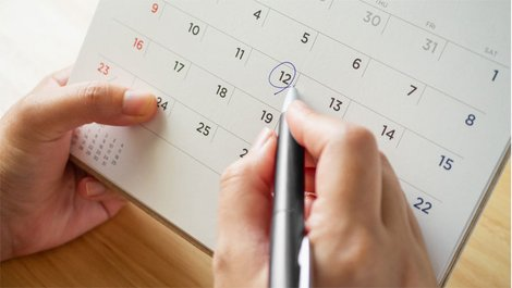 Ein Kalenderblatt. Foto: iStock / Kwangmoozaa