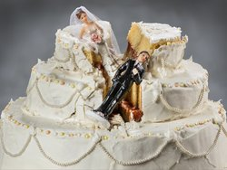 Zugewinnausgleich, Scheidung mit Haus, Hochzeitstorte, Foto: iStock/mofles