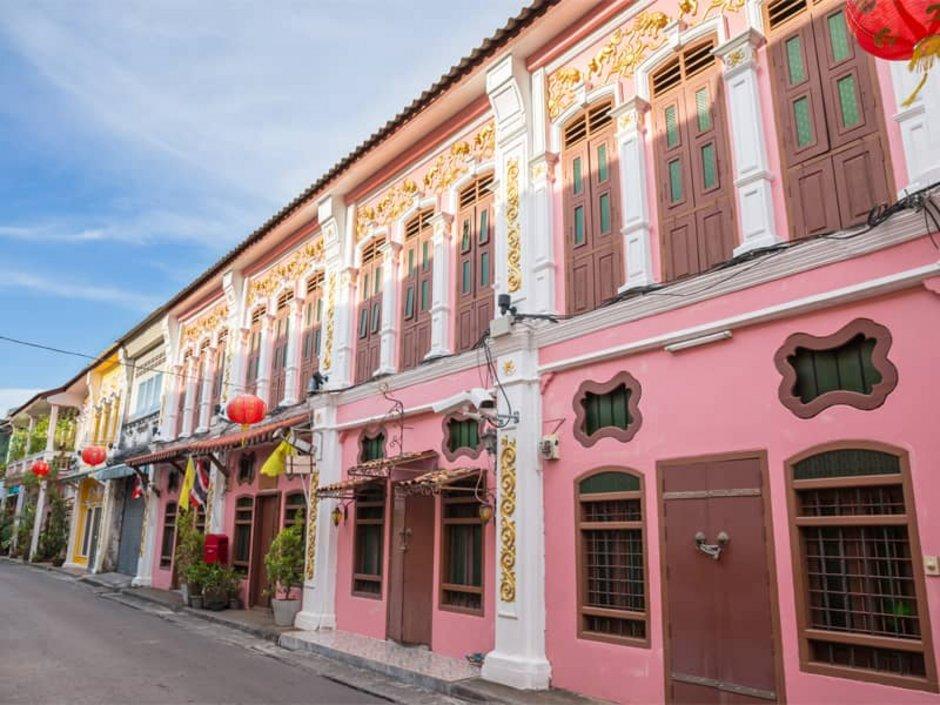 Auswandern nach Thailand, Häuser im portugiesischen Stil in der Innenstadt von Phuket, Foto: powerbeephoto/stock.adobe.com