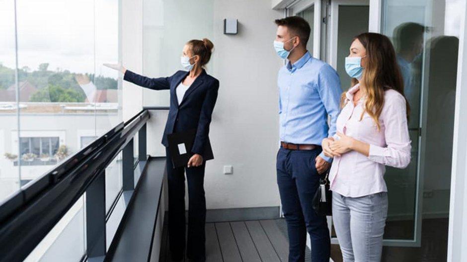 Wohnungsbesichtigung Corona, Maske, Mieter, Interessenten, Foto: iStock.com / AndreyPopov