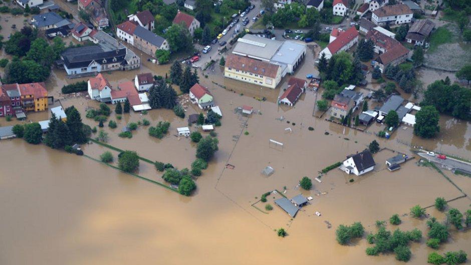 Elementarversicherung, Luftaufnahme von Thieschitz aus dem Juni 2013 als der Stadtteil überschwemmt war, Foto: mb67 / stock.adobe.com