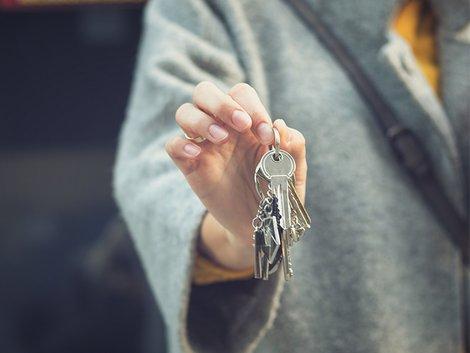 Aufwandsentschädigung Makler, Aufwendungsersatz Makler, Weitergabe Kaufvertrag, Provisionsanspruch Makler, Foto: iStock/LumineImages