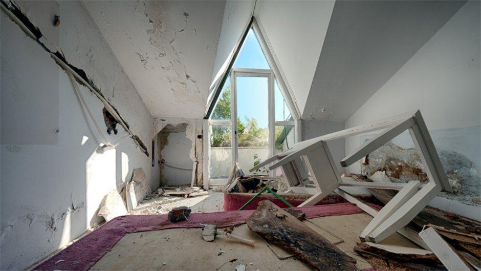 Mietnomaden, Mietbetrüger hinterlassen verwüstete Wohnung, Foto: istock.com / temizyurek