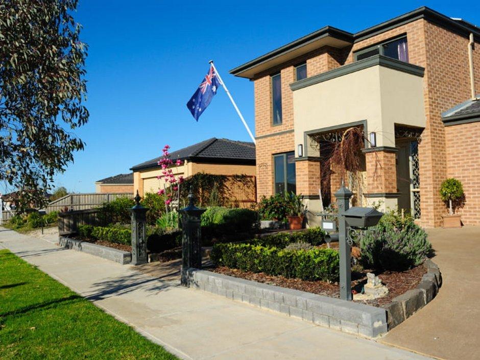: Auswandern Australien, ein Einfamilienhaus in einem australischen Vorort, Foto: iStock.com/mbolina