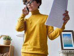 Abmahnung Wettbewerbsrecht, wettbewerbsrechtliche Abmahnung, Rechtsanwalt anrufen, Makler, Abmahnung, Foto: iStock.com/mediaphotos