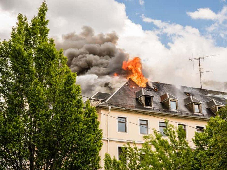 Wohngebäudeversicherung, Feuer, Foto: Animaflora PicsStock/AdobeStock.com