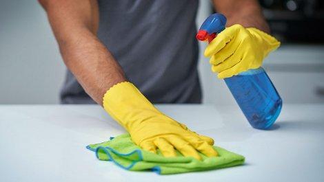 Immobilieneigentümer, Steuer absetzen, haushaltsnahe Dienstleistungen, Foto: iStock.com / PeopleImages