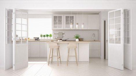 Eine helle Neubauküche. Foto: ArchiVIZ / stock.adobe.com