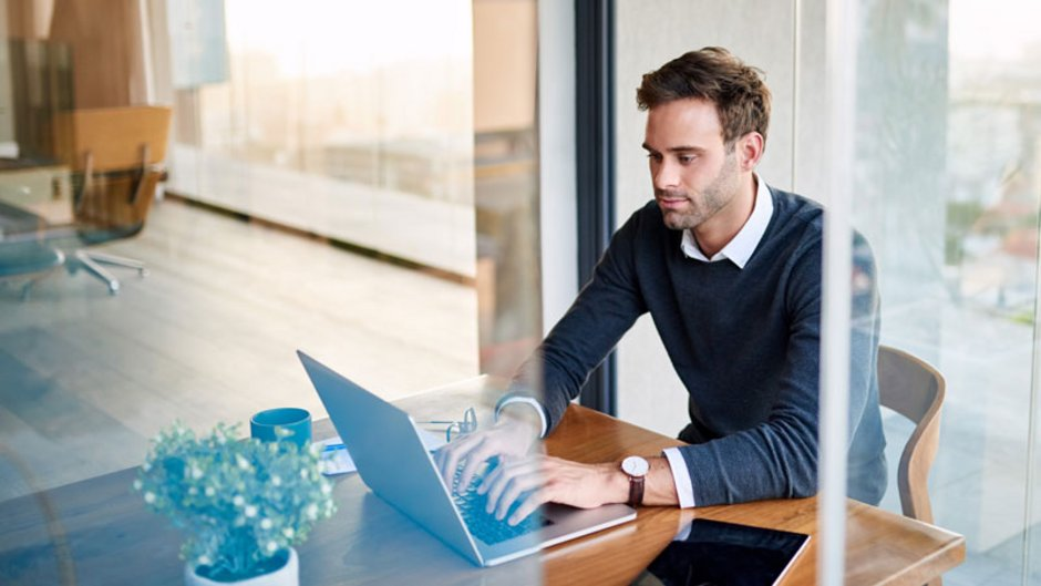 Bereitstellungszinsen, Laptop, Foto: marvent / Stock.Adobe.com