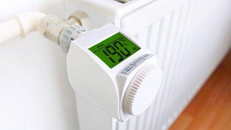 Ein modernes Thermostat mit Display. Foto: Dennis / stock.adobe.com