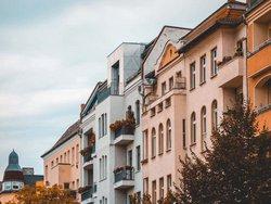 Verkaufen, vermieten, Mehrfamilienhaus, Foto: Terroa/iStock.com