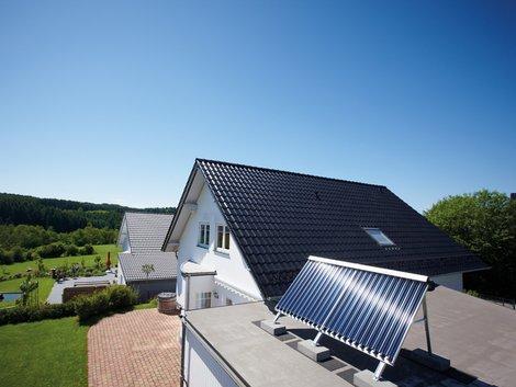 Heizungswartung, Solarthermie-Anlage, Solarenergie, Foto: Vaillant