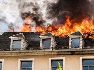 Tags: Wohngebäudeversicherung, Feuer, Brand, Foto: animaflora/StockAdobe.com