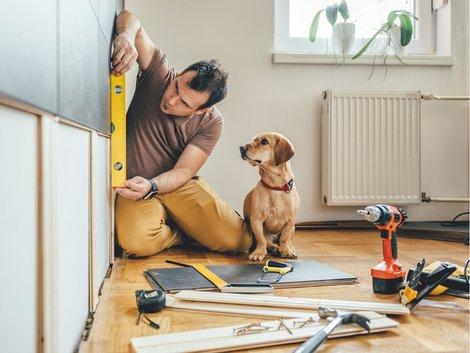Beratungsgespräch Baufinanzierung, Eigenleistung, Foto: iStock/Kerkez