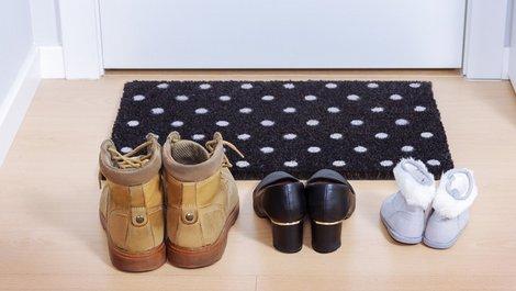 Treppenhaus, Schuhe, Foto: OSORIOartist / stock.adobe.com