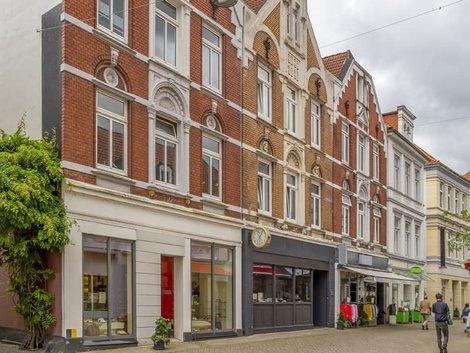 Mehrwertsteuersenkung, Häuserzeile mit gemischter Nutzung in Oldenburg, Foto: PRILL Mediendesign / stock.adobe.com