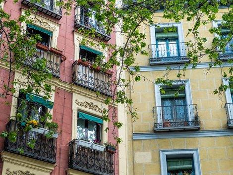 Auswandern Spanien, Häuserfassaden in Madrid, Foto: piet/adobe.stock.com